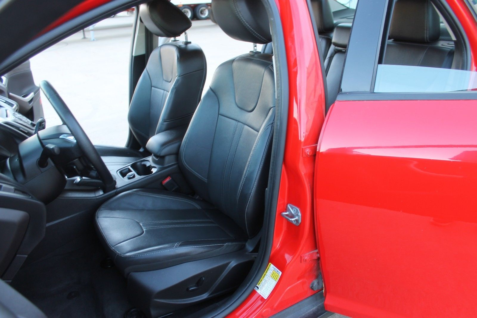 Awesome 2014 Ford Focus Se Sedan 4 Door No Reserve 36k 1owner Sport Item Specifics