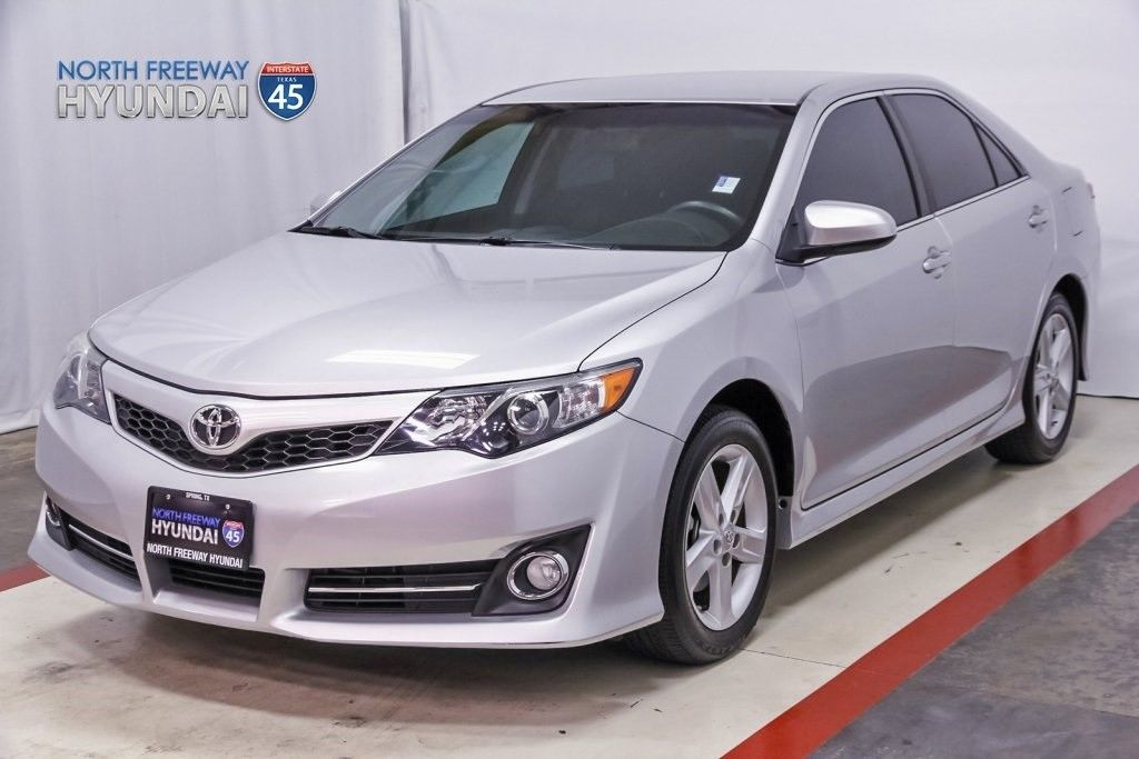 amazing 2014 toyota camry se 2014 toyota camry classic silver metallic with 12854 miles. Black Bedroom Furniture Sets. Home Design Ideas