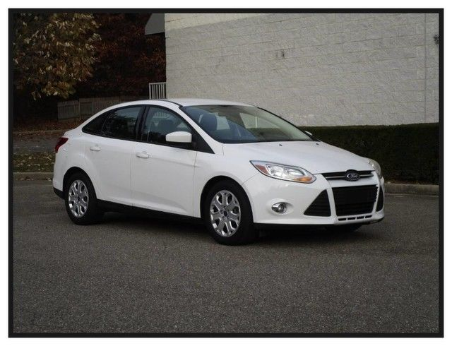Awesome 2012 Ford Focus Se 2012 Ford Focus Se Oxford White Sedan Low Miles Clean Car Fax 2018 2019