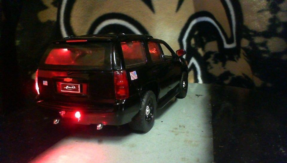 Great 1:24 CUSTOM TAHOE POLICE INTERCEPTOR W/LIGHTS DIECAST MODEL CAR 9  VOLT LED 2018-2019