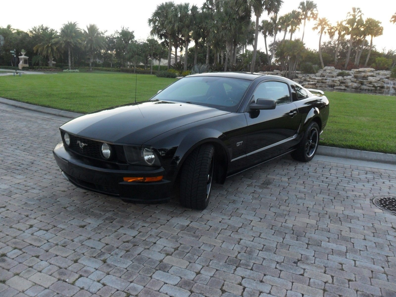 Awesome 2007 Ford Mustang GT PREMIUM MUSTANG GT PREMIUM 5 SPEED ONE OWNER  ACCIDENT FREE HISTORY BLACK BEAUTY 2018-2019
